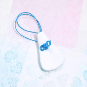 レザーのお守り巾着 青